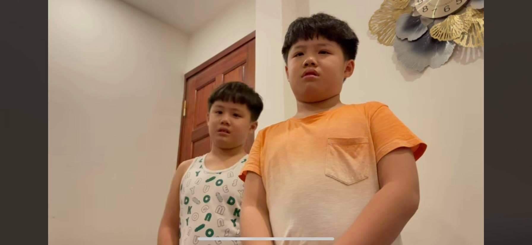 MC Hoàng Linh nghiêm khắc dạy 2 con trai, dân mạng phản đối một điều sai sai