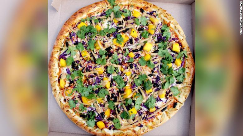 Cực phẩm pizza từ ve sầu không dành cho người yếu tim