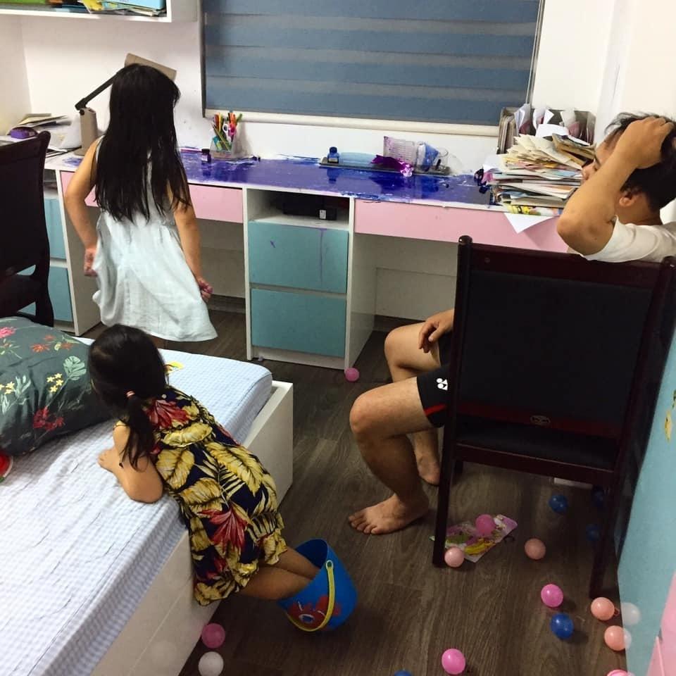Cách con gái bày tỏ tình cảm khiến bố 'sang chấn tâm lý'