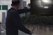 Tài xế cầm gậy sắt lại chửi bới, đập xe ô tô ở đường vành đai trên cao