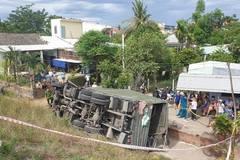 Xe ô tô quân đội lao xuống vực lật nghiêng, 2 người bị thương nặng