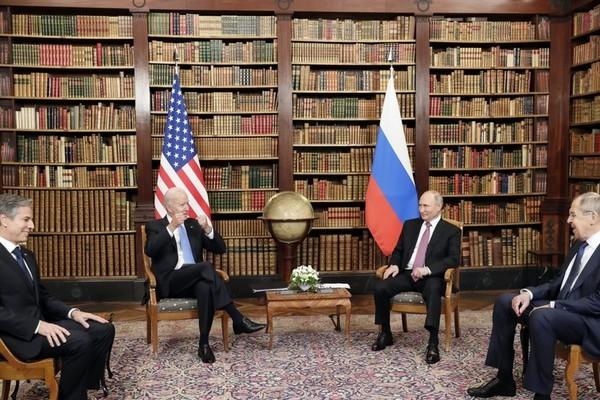 Tổng thống Putin hé lộ nội dung cuộc họp đầu tiên với ông Biden