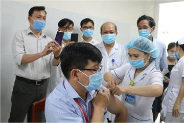 800.000 liều vắc xin ưu tiên cho TP.HCM: Những ai sẽ được tiêm trước?