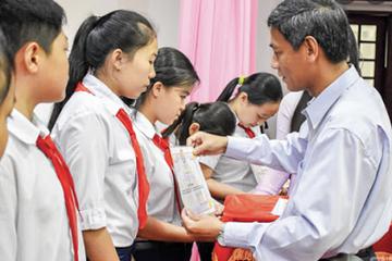 """Quỹ khuyến học """"Nâng cánh ước mơ"""" đồng hành cùng học sinh nghèo"""