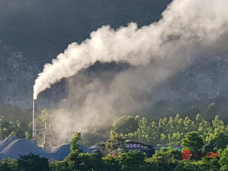 Trạm trộn bê tông nhựa nóng xả khói mịt mù, người dân khốn khổ