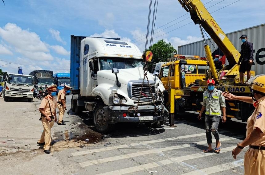 Full clip CSGT truy bắt tài xế xe container 'ngáo đá' gây náo loạn Sóc Trăng