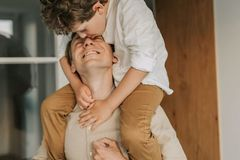 Dạy con theo cách của người Pháp để có đứa trẻ ngoan ngoãn, lịch sự