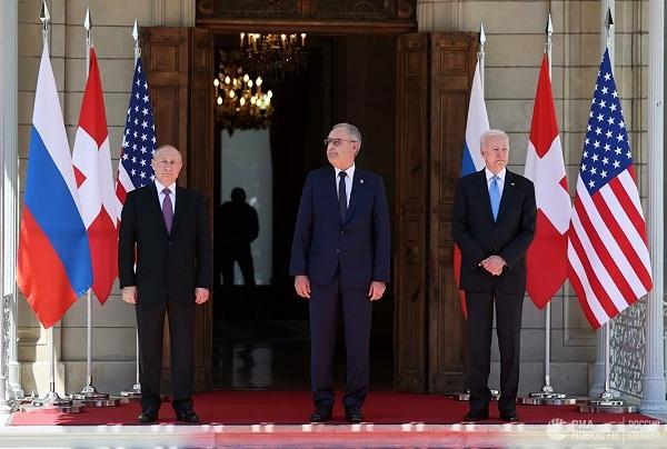Hé lộ món quà Tổng thống Thụy Sĩ tặng ông Putin và ông Biden