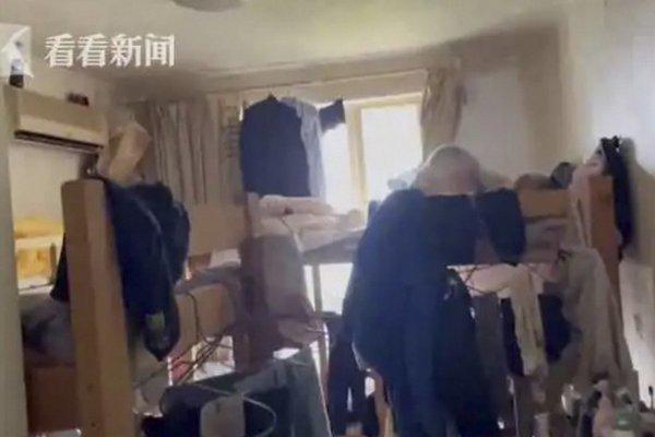 Giá thuê nhà đắt đỏ, 39 người chia nhau căn hộ 90m2 chung sống