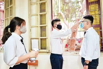 ĐH Kinh tế Quốc dân 'chi đậm' mua vắc xin phòng chống Covid -19 cho sinh viên