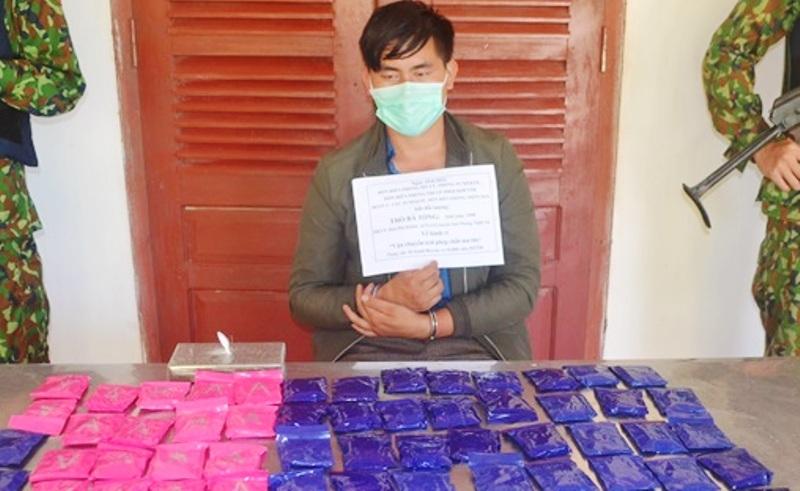 Bắt giữ đối tượng vận chuyển ma túy số lượng 'khủng' ở biên giới Nghệ An