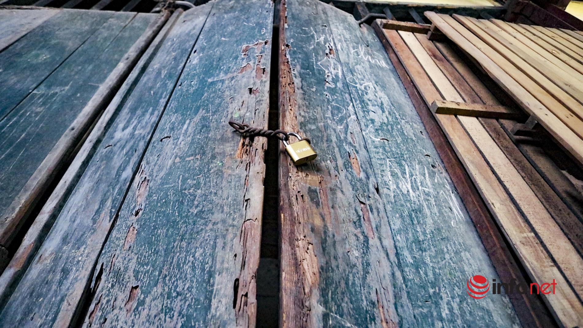 Khu tập thể 2 tầng gỗ mục nát, nhếch nhác giữa trung tâm TP Hà Nội, nhiều nhà khóa trái bỏ hoang
