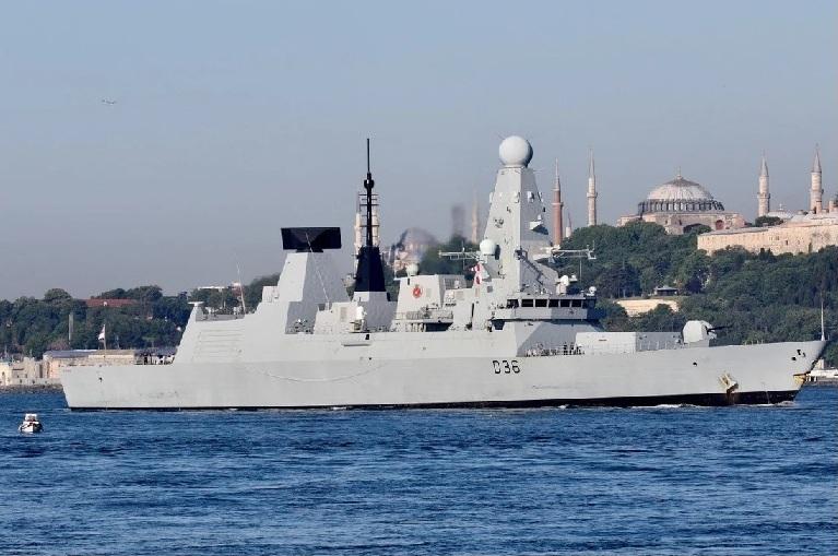 Thực hư Nga nổ súng cảnh cáo, thả bom gần tàu chiến Anh ở Biển Đen?
