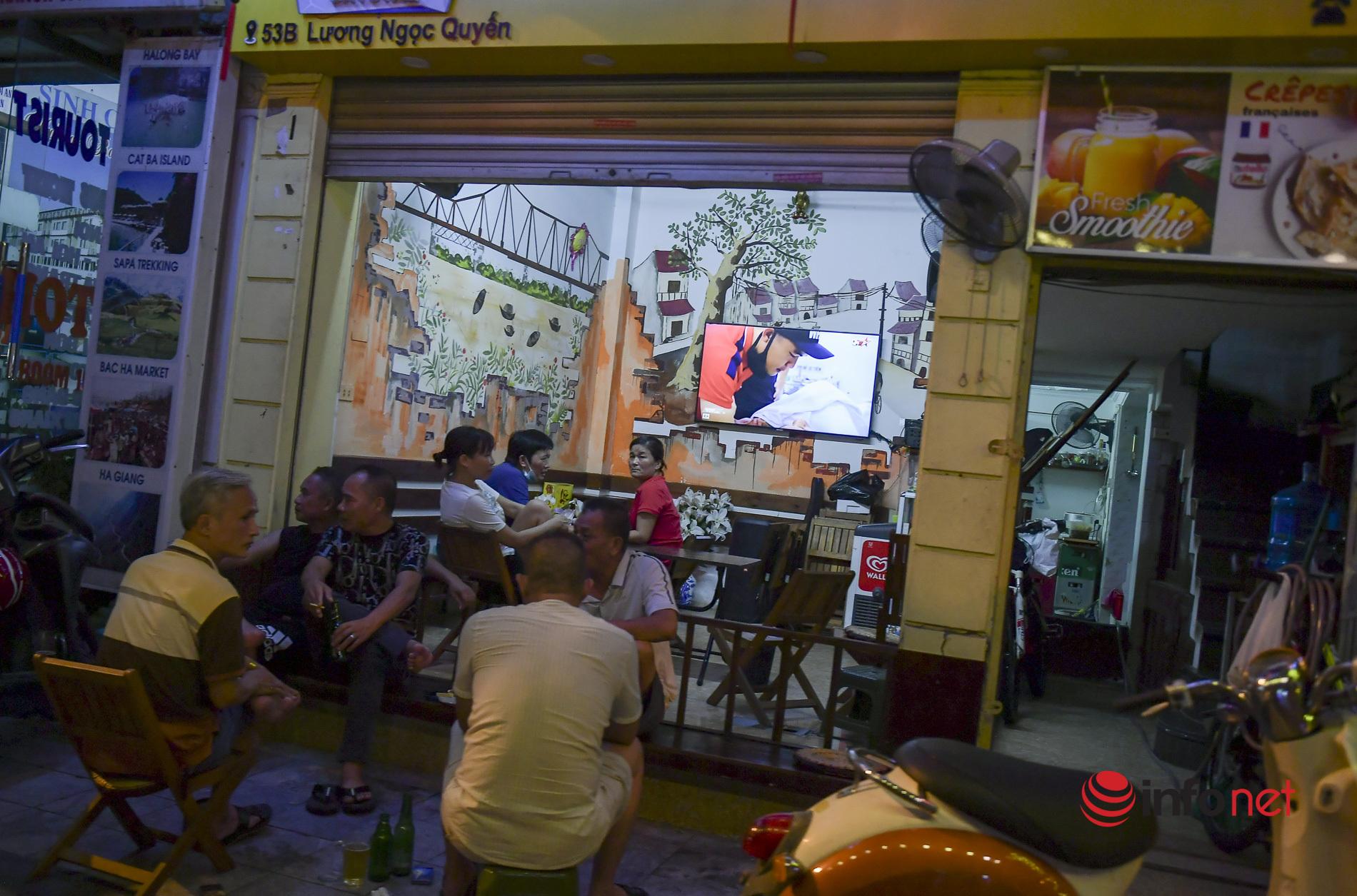 Vừa được 'nới lỏng', hàng quán phố cổ Hà Nội lại náo nhiệt sau 'giờ giới nghiêm'