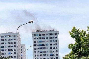 Cháy chung cư ở TP Vinh, nhiều người dân hoảng hốt thoát ra ngoài