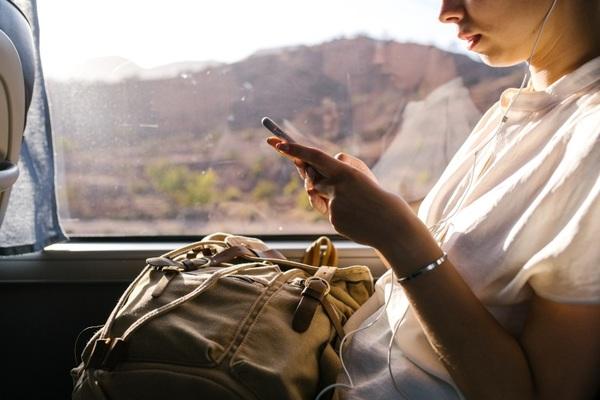 """Doanh nghiệp vượt khó, thích ứng với """"điều kiện mới"""" bằng công nghệ nhắn tin"""