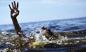 Bàng hoàng phát hiện 2 mẹ con đuối nước dưới ao