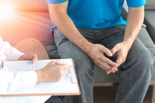 Đau hông đi viện khám, nam thanh niên thất thần khi bị chỉ định cắt bỏ tinh hoàn