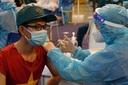 Người bị dị ứng nên tiêm vắc xin Covid-19 ở bệnh viện hay điểm tiêm cộng đồng?