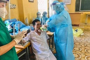 Nhân viên y tế chống dịch thoát cảnh kín như bưng