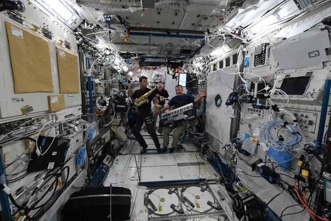 Xem bóng đá Euro 2020 theo kiểu phi hành gia trên Trạm vũ trụ quốc tế ISS