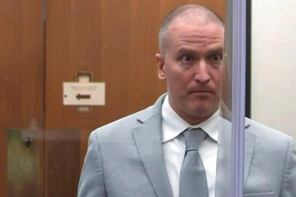 Cựu cảnh sát Mỹ nhận án 22,5 năm tù vì dùng đầu gối ghì cổ người da màu