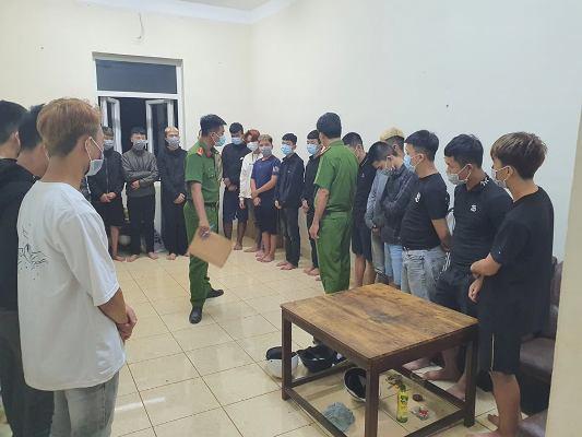 Đắk Lắk: Hàng chục thanh niên, học sinh vác bom xăng hỗn chiến giữa đêm