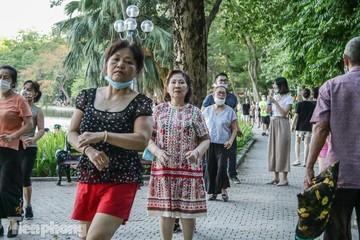 Hà Nội yêu cầu người dân chỉ ra ngoài khi cần thiết, dừng các hoạt động thể dục, thể thao ngoài trời