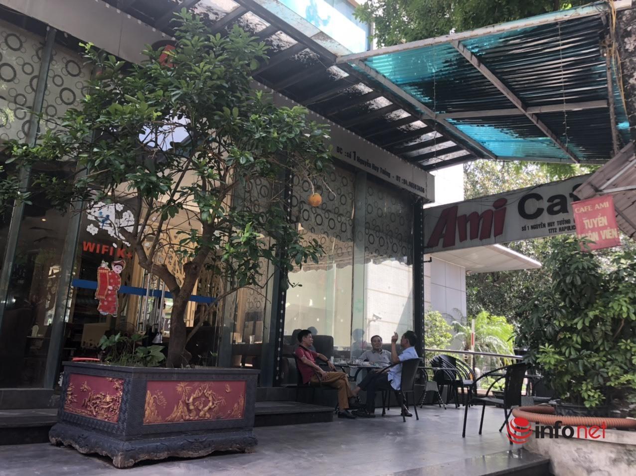 Sáng chủ nhật đi ăn phở, uống cà phê giãn cách ở Hà Nội