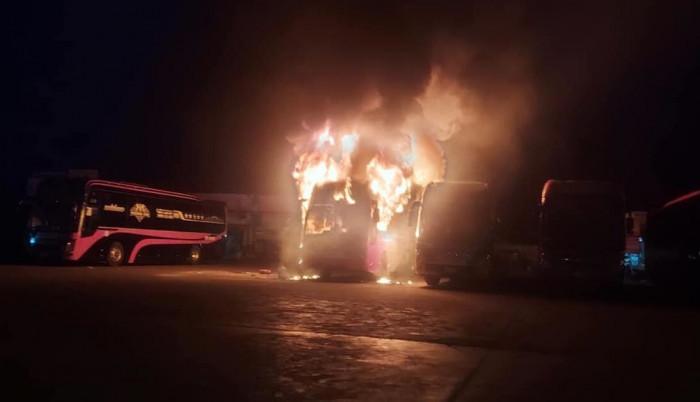 Nguyên nhân 4 xe giường nằm bốc hỏa trong đêm: Nghi do 'chập điện'