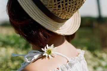 Không thể diện váy, áo hai dây vì nỗi niềm khó nói