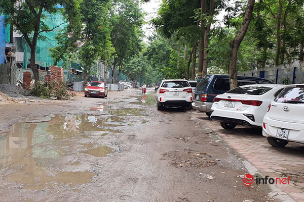 Hà Nội: Đường nát bét, ngập như ao làng giữa phố, Sở và quận bất lực không thể sửa