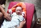 Bé trai sơ sinh bị bỏ rơi bên đường không lời nhắn gửi