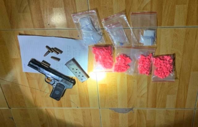 Thanh Hóa: Bắt 2 đối tượng giang hồ cộm cán buôn ma túy, tàng trữ súng đạn