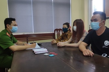 Công an bắt quả tang 2 cặp nam nữ đang mua bán dâm ở quán cafe 888