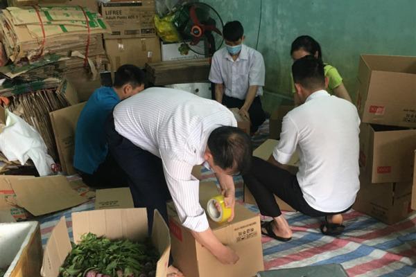Lào Cai: Chung tay hỗ trợ đồng bào dân tộc tiêu thụ mận Tam hoa