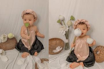 'Lịm tim' ngắm bộ ảnh bé gái với hoa sen chỉ tốn 40 ngàn đồng