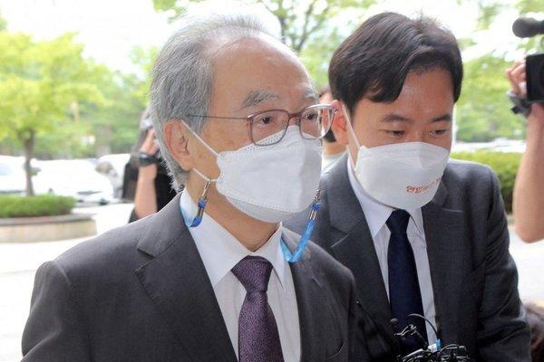 Loạt quan chức Hàn Quốc mất chức, mất mạng vì quấy rối tình dục cấp dưới
