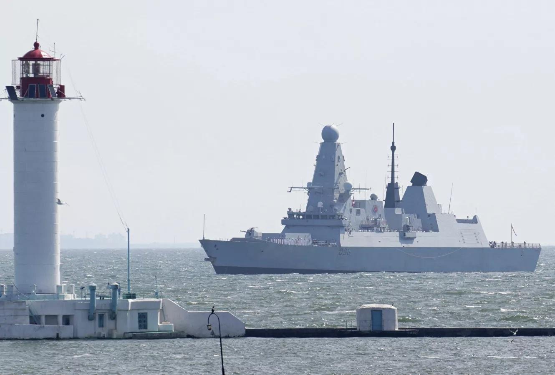Anh 'dọa' bắn máy bay Nga trên Biển Đen