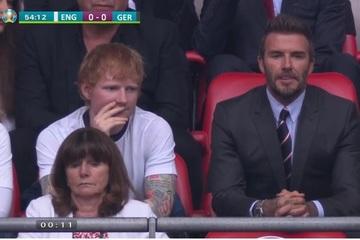 """Hai ngôi sao nước Anh """"mỗi người một vẻ"""" ngồi cạnh nhau xem EURO 2020 khiến hội chị em """"bấn loạn"""""""