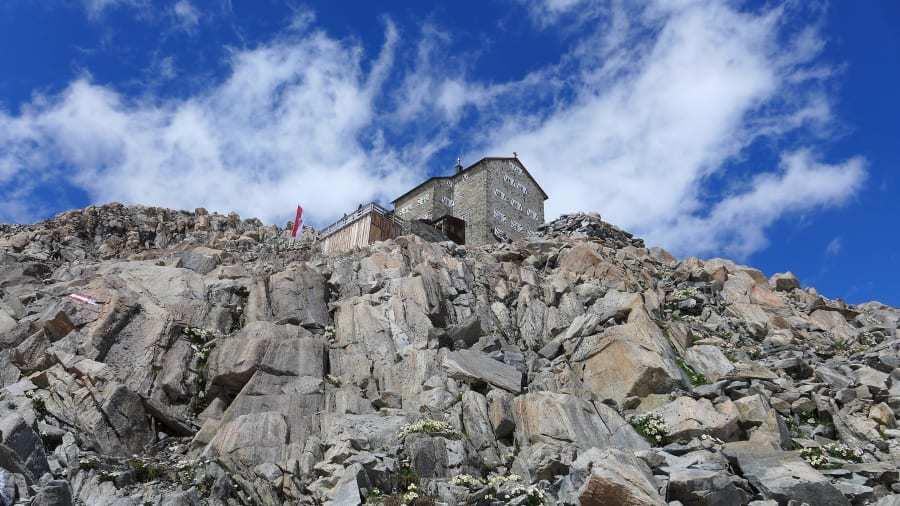 Mục sở thị lều nghỉ dưỡng giữa trời chênh vênh trên vách núi