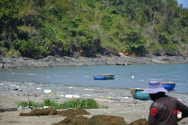 Quảng Nam: Rác thải dày đặc, tràn ngập cả km bờ biển xã đảo Tam Hải