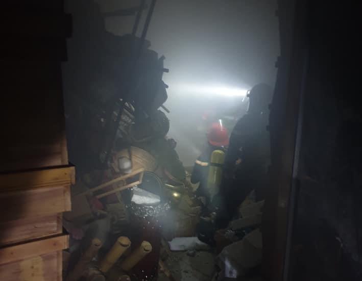 Cửa hàng hoa tươi bốc cháy lúc rạng sáng, 4 người may mắn thoát nạn