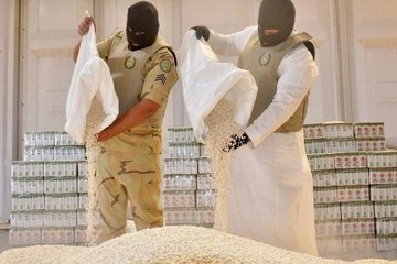 Giấu 4,5 triệu viên ma túy đá trong các thùng cam để buôn lậu