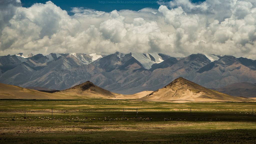 Tuyến đường sắt vừa nhanh vừa đẹp xuyên qua khung cảnh thiên nhiên hoang dã Tây Tạng