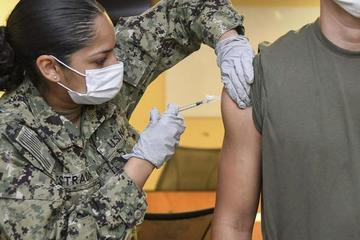 Loạt lính Mỹ mắc biến chứng hiếm gặp sau tiêm vắc-xin Covid-19 Moderna và Pfizer