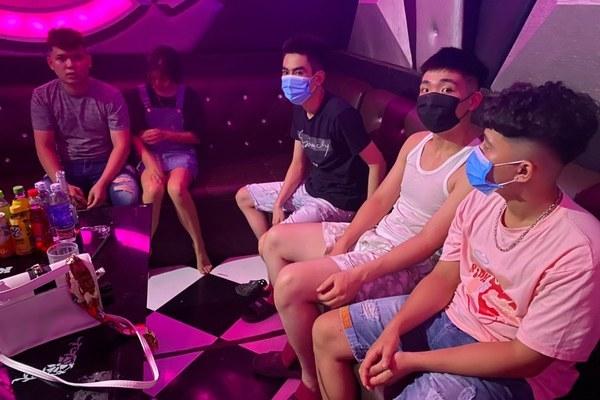 hát karaoke,Sông Quê,đóng cửa quán karaoke,phòng chống dịch,Hà Nam