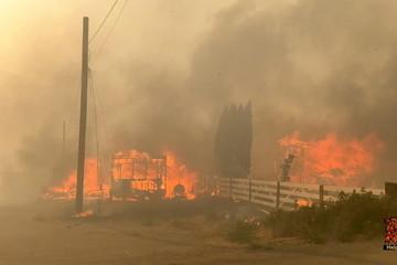 Canada: Hỏa hoạn 'nuốt chửng' cả 1 ngôi làng do nắng nóng gần 50 độ C