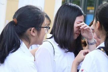 Mẹ bắt con gái quỳ ngay tại trường vì 7 năm HS giỏi mà giờ trường tư không nhận: Không phải con nào cũng thành nhà bác học!