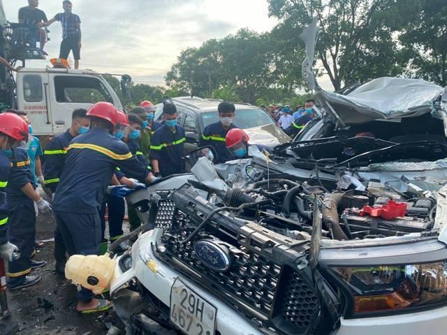 9 xe ô tô gặp tai nạn liên hoàn trên quốc lộ 1A
